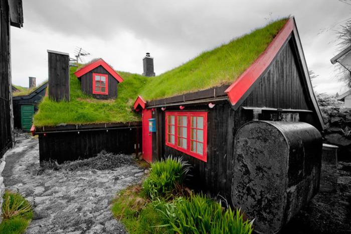 Множество таких домиков в Скандинавии являются современными постройками. /Фото: pikabu.ru