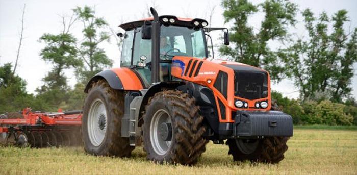 Трактор Terrion ATM 7360 - один из основных продуктов концерна. /Фото: traktordom.ru