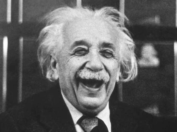 Великий учёный и сегодня поощряет активную мозговую деятельность. /Фото: facebook.com