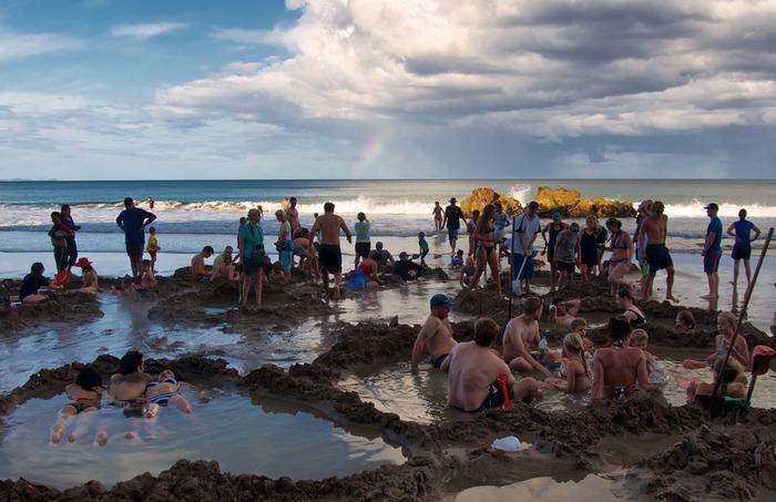 Пляж, которые постоянно разрывается туристами. /Фото: rove.me