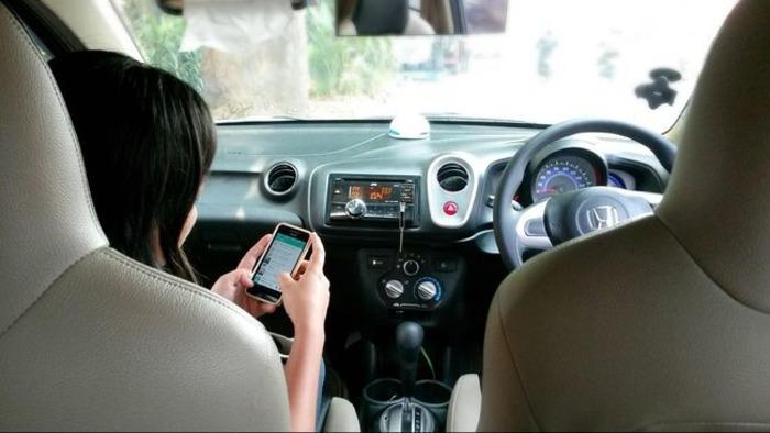 Отслеживать весь процесс проезда через смартфон сегодня стало реальным. /Фото: cnnindonesia.com