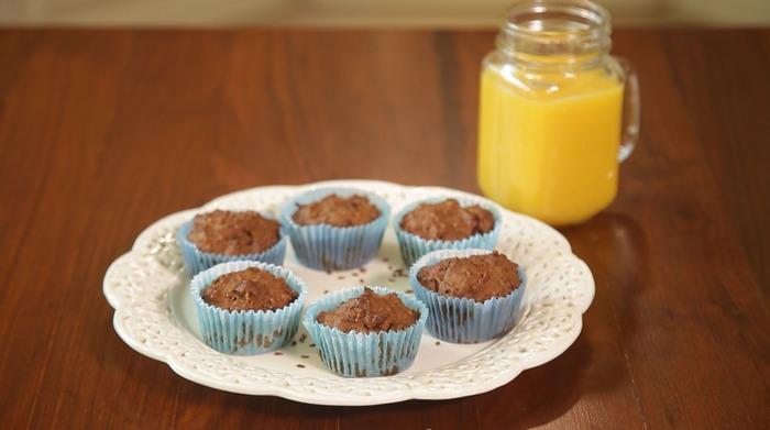Маффины и сок на завтрак - нежелательные скачки сахара в организме. /Фото: eda.show