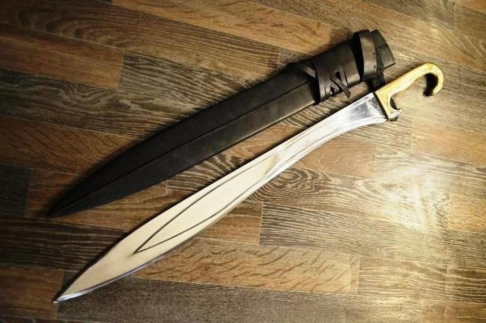 Современная реплика знаменитого древнегреческого меча. /Фото: pinterest.com