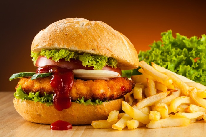 Фастфудом быстро насытишься, но и быстро проголодаешься. /Фото: naked-science.ru