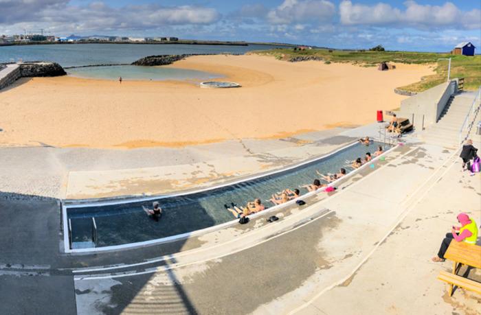 Пляж, где термальные воды доступны каждому. /Фото: moya-planeta.ru