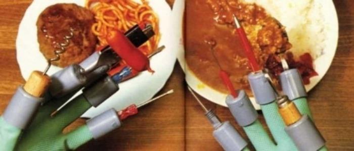 Все столовые приборы не просто под рукой, а на ней. /Фото: popmech.ru