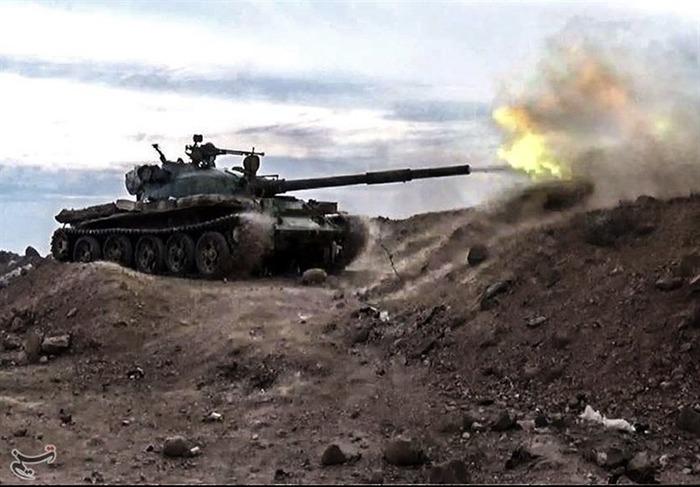 Т-62 ведёт огонь во время войны в Сирии, 2018 год. /Фото: wikipedia.org