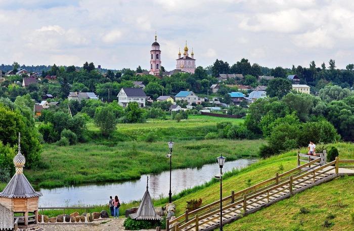 Городок, в котором достопримечательностями стали десятки стен. /Фото: kudago.com