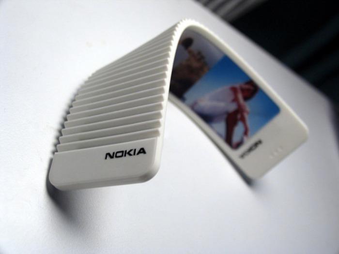 Самый гибкий телефон 2000-х. /Фото: venturebeat.com