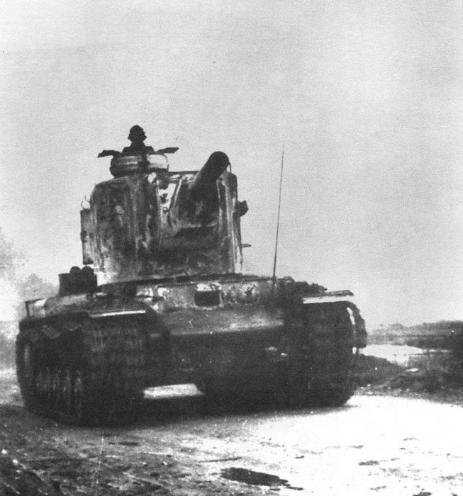 КВ-2, также известный как «Монстр Сталина» в составе немецких войск. /Фото: drive2.ru