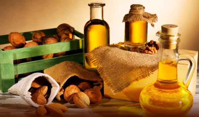 Масло из оливок и орехи одновременно - слишком много для организма. /Фото: rospotrebnadzor.ru