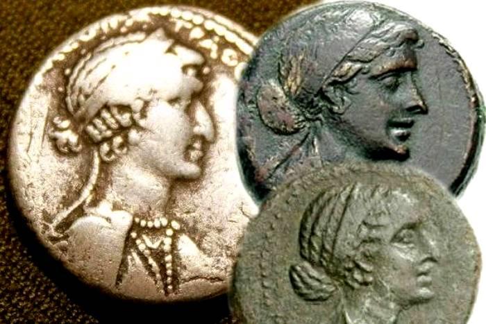 Изображение на монетах наглядно показывают, к какому роду принадлежала царица. /Фото: superkrut.ru