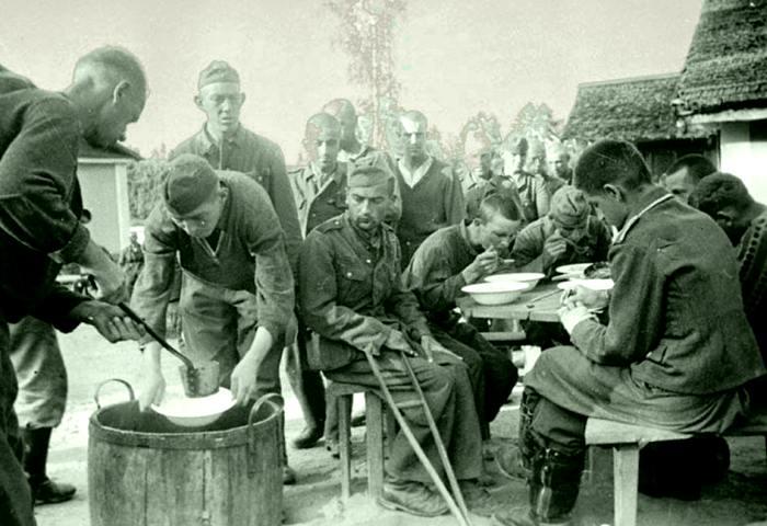 В условиях войны не всегда могли обеспечить необходимое продовольствие. /Фото: anaga.ru