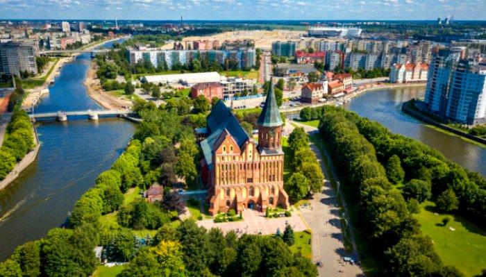 Сочетание исторической застройки и современной архитектуры - это современный Калининград. /Фото: aztours.ru