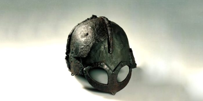 Реальный шлем викинга, найденный археологами. /Фото: lifehacker.ru
