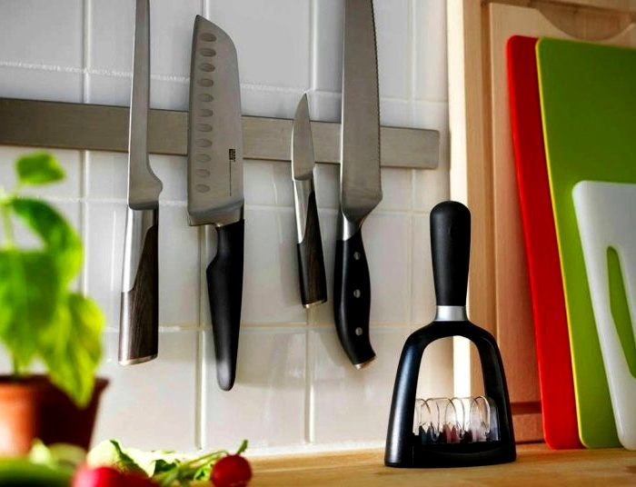 По идее, любой нож должен магнититься. /Фото: silikon-mag.com.ua