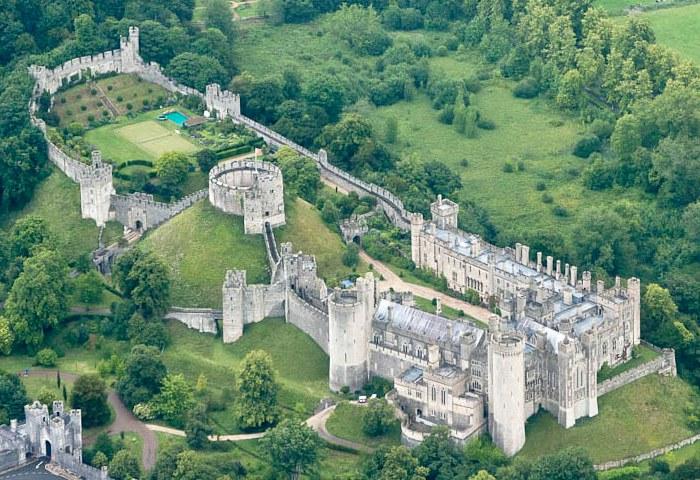 Трудно поверить, что огромную территорию средневековой крепости можно было защитить без тысяч солдат. /Фото: elenaruvel.com