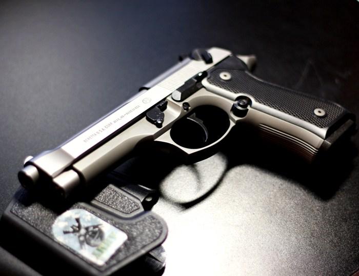 Любители оружия опознают этот пистолет с полувзгляда. /Фото: wallpaperscave.ru