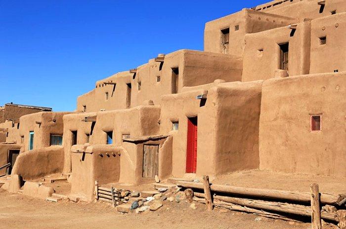 Глинобитные дома американских индейцев. /Фото: planetware.com