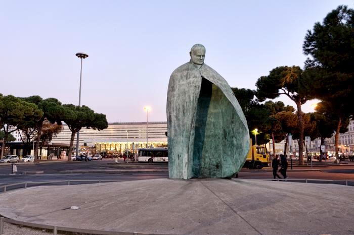Не самое лучшее увековечивание Папы Римского. /Фото: news.myseldon.com
