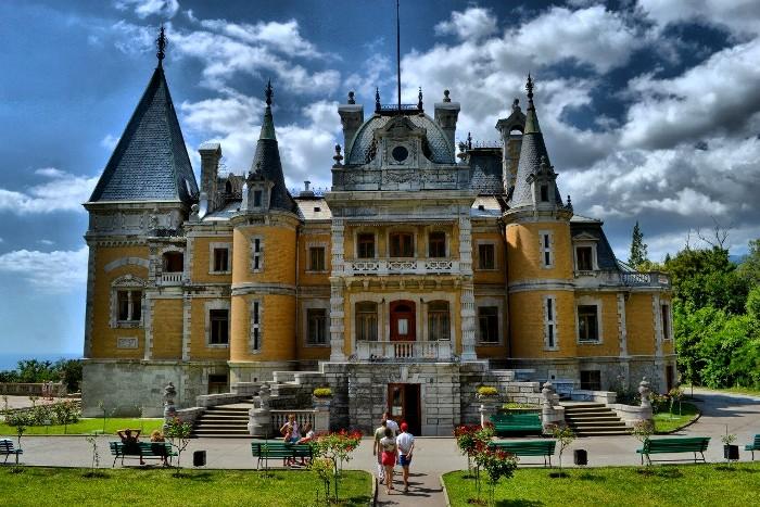 Современный вид Массандровского дворца. /Фото: gintur.com