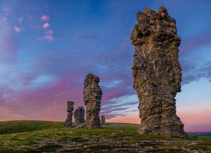 Маньпупунёр - столбы выветривания республики Коми. /Фото: intplaces.ru