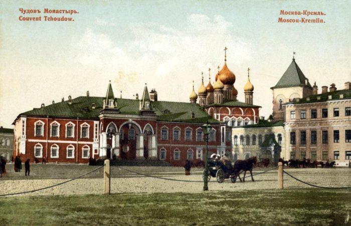 Чудов монастырь на дореволюционной открытке. /Фото: moscowchanges.ru