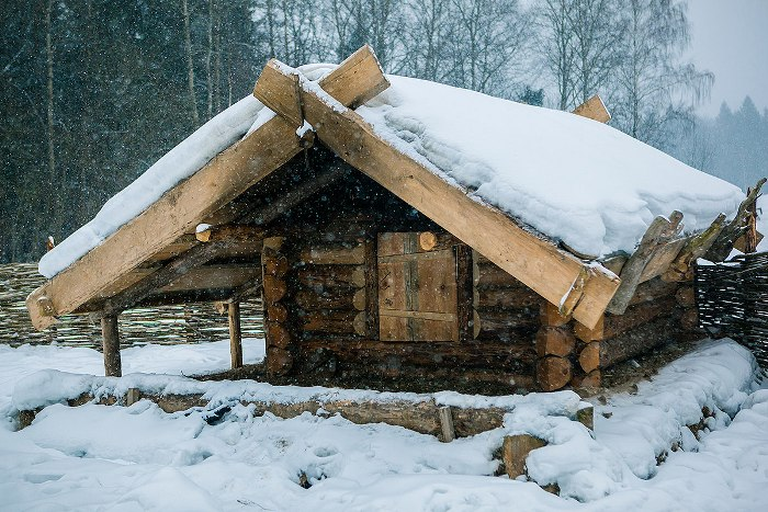 В зимнее время сохранить тепло помогал...снег. /Фото: ratobor.com