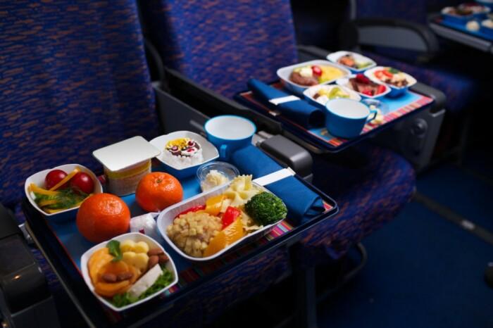Пилоты никогда не будут есть одно и то же на борту. /Фото: tripway.com