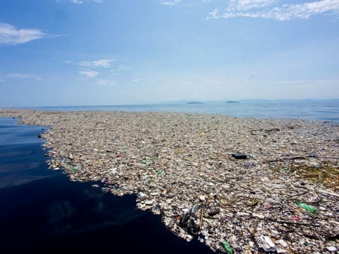 Предприимчивые британцы придумали, как приспособить весь этот мусор на благо человечеству. /Фото: f-musor.ru