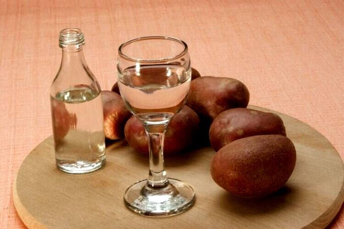 Спирт из картошки трудно назвать эталоном качества. /Фото: therumdiary.ru