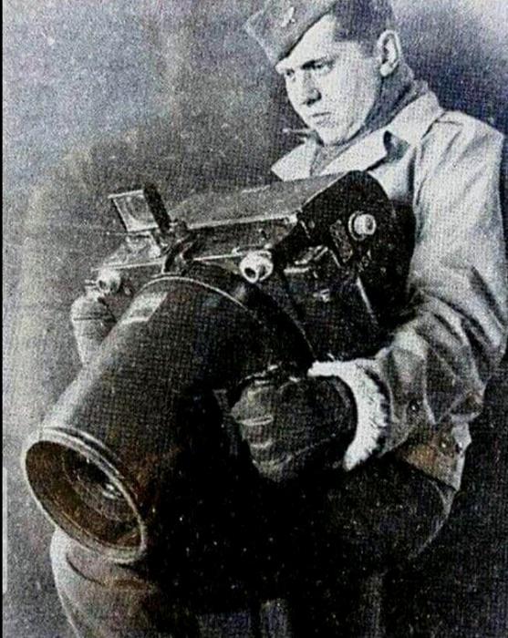 Такой фотоаппарат, вероятно, и весил как небольшой боеприпас. /Фото: reddit.com