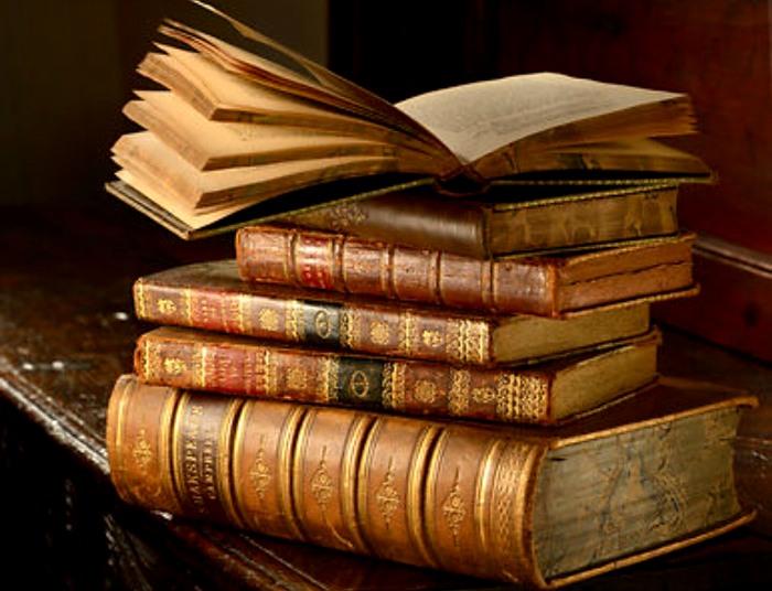 Удивительно, но и книги могут стать причиной наказания.  /Фото:reddit.com