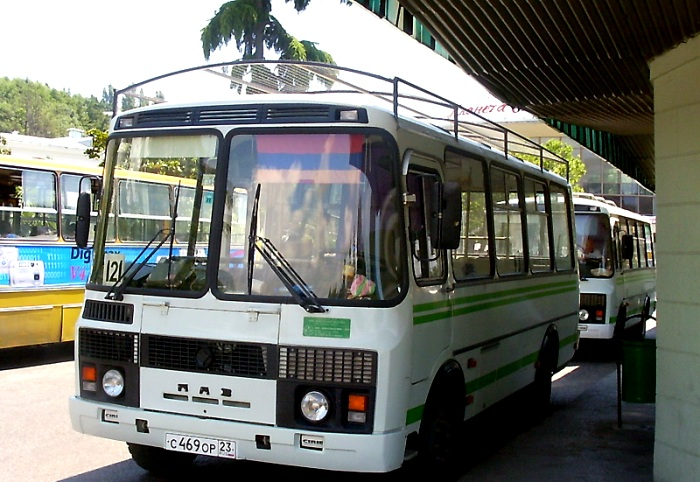 Рейсовый автобус с защитной сеткой на крыше, 2004 год. /Фото: kubtransport.info