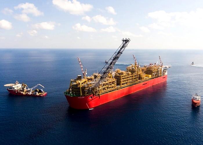 Плавучая платформа по добыче газа - самое большое судно в мире. /Фото: shippingherald.com