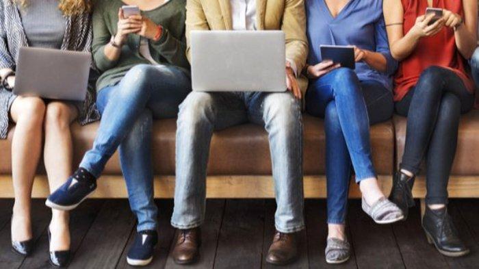Соцсети - бич современного общества, однако без них мир вряд ли рухнет. /Фото: ilf-ua.com
