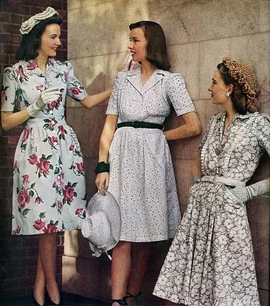 Платья в цветочек были трендом в 1950-е. /Фото: krasivyieplatya.ru