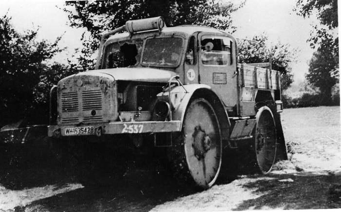 Один из брошенных немецких тягачей на Западном фронте. /Фото: autohs.ru