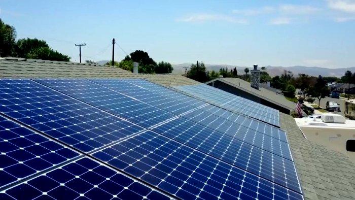 Оказывается, солнечные панели при хитрой установке еще и воду экономят. /Фото: vesti.news