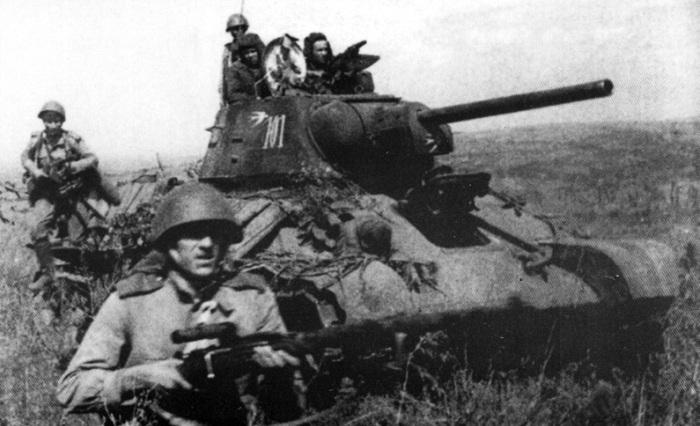 Иногда случалось так, что танки подставлялись под огонь противника. /Фото: pro-tank.ru