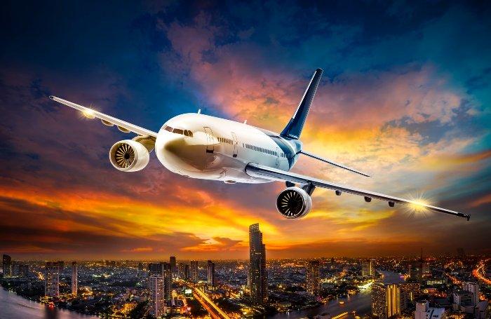 Почему обоим пилотам самолета подают разные блюда, или 7 фактов о лайнерах, о которых не принято говорить обывателям