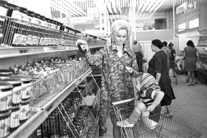 Супермаркеты - это, скорее, веяние времени, чем острая необходимость, отсутствовавшая ранее. /Фото: tumblr.com