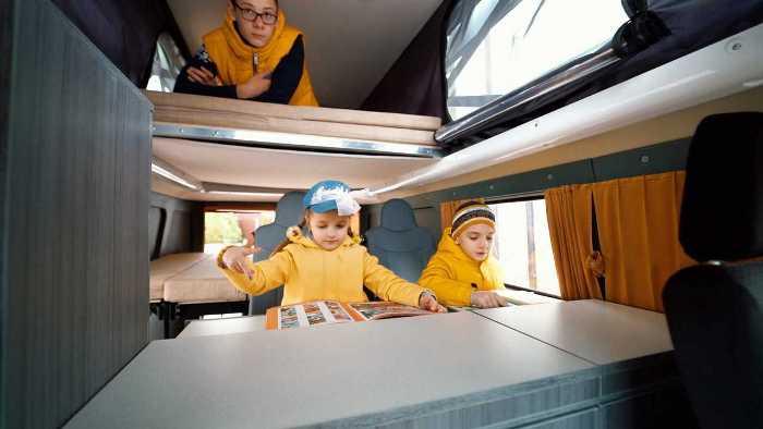 Спальные места и вверху, и внизу. /Фото: motor1.com