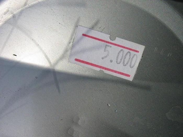 Отклеить наклейку без труда и следов - просто. /Фото: subscribe.ru