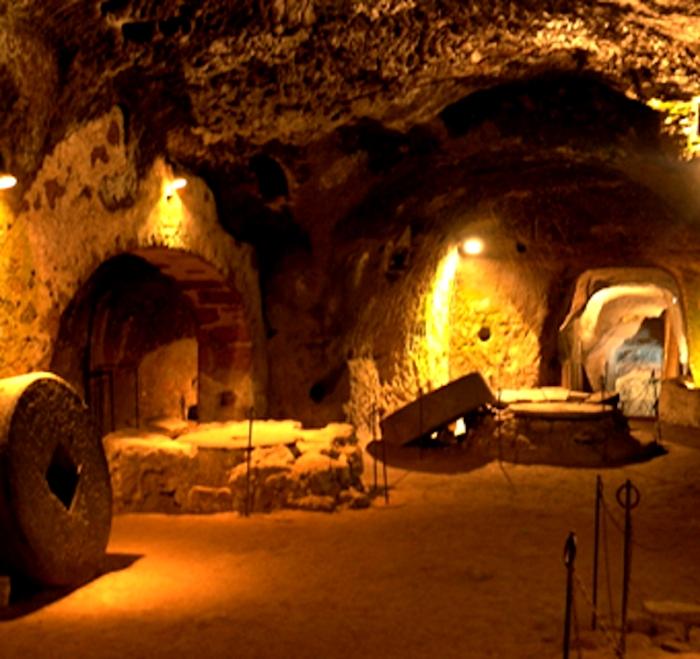 Древняя подземная система тоннелей укрывала от врагов столетиями. /Фото: inorvieto.it