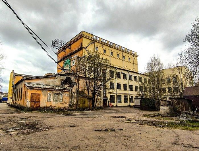 Высоковольтный корпус в наши дни. /Фото: dv-destroy.at.ua