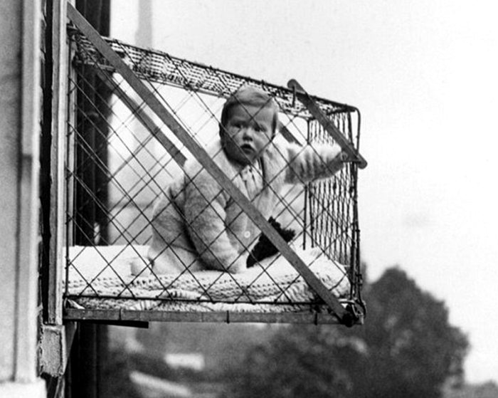 Откровенно угрожающие манежики из прошлого. /Фото: theworldnews.net