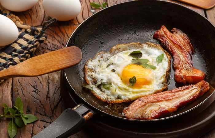 За знаменитое сочетание продуктов на завтрак организм вас точно не поблагодарит. /Фото: eat-me.ru