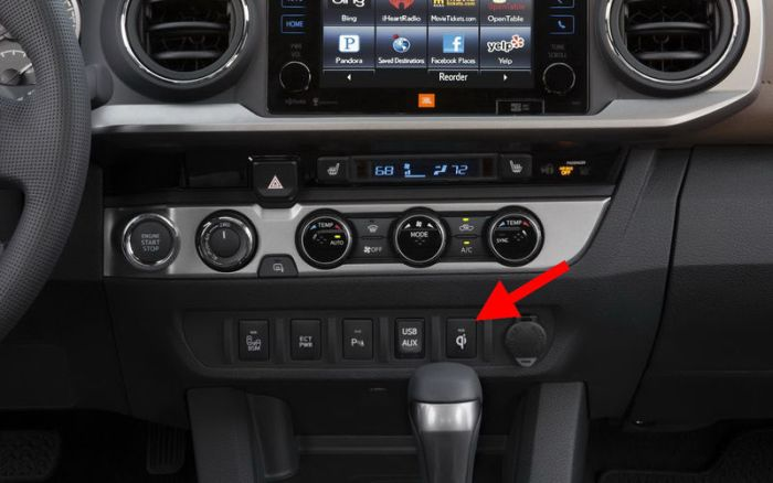 Даже кнопки в салоне автомобиля идут в ногу со временем. /Фото: zr.ru