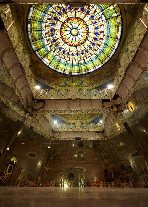 Поражающий воображение интерьер подземного храма. /Фото: tvoyataina.ru